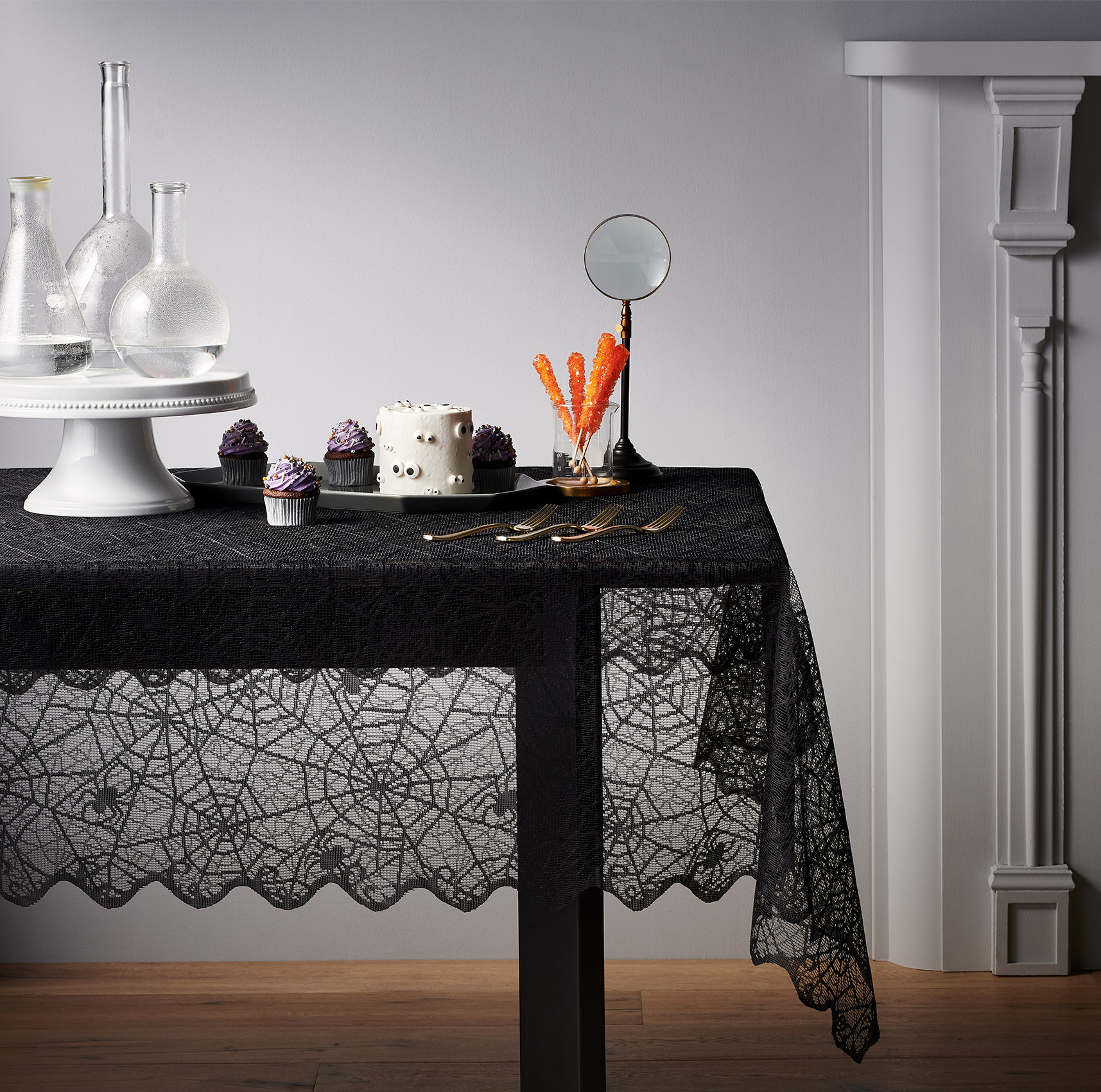 C-001217-01-025_240-43-0675_TableCover_Lace_Black