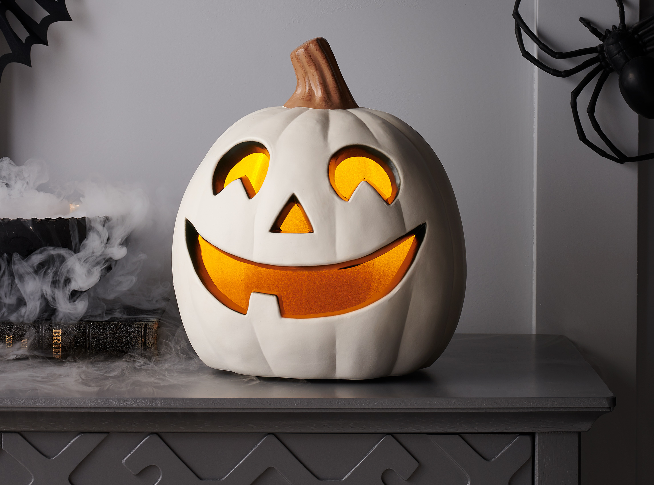 C-001217-01-025_240-43-0690_Lit_Pumpkin_White_9in